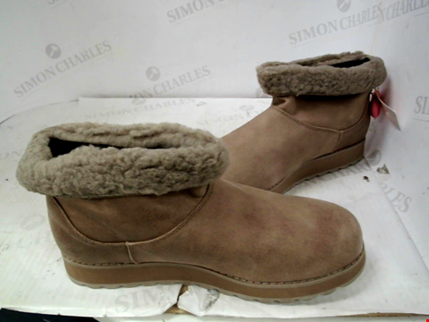 Lot 13125 SKECHERS KEEPSAKES 2.0 LOW FAUX FUR ANKLE BOOT TAUPE SIZE 6