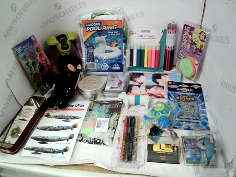 Lot 3140 LOT OF ASSORTED TOYS & COLLECTIBLES TO INCLUDE: UNICORN POOL RING, BTS PENCIL CASE, ASSORTED COLOURING PENS & PENCILS