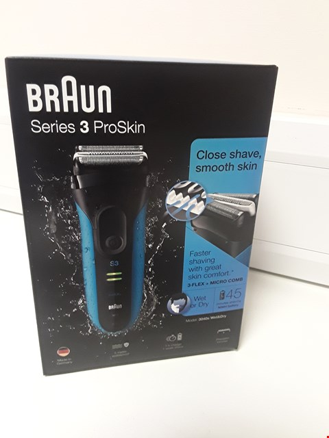 Lot 4570 BOXED BRAUN SERIES 3 PROSKIN WET OR DRY SHAVER