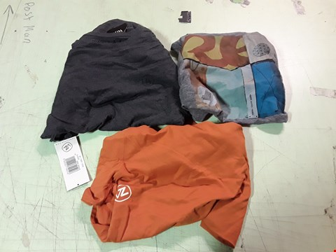 Lot 1778 LOT OF APPROXIMATELY 10 ASSORTED DESIGNER CLOTHING ITEMS TO INCLUDE AN ORANGE VON ZIPPER T-SHIRT M, A NIXON CHARCOAL T-SHIRT M, A NIXON PRINT GREY T-SHIRT M ETC