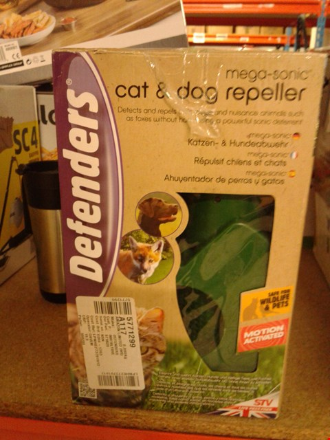 Lot 8353 DEFENDERS MEGA-SONIC CAT & DOG REPELLER
