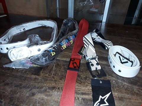 Lot 1723 LOT OF APPROXIMATELY 5 ASSORTED DESIGNER BELTS TO INCLUDE DAKINE AND VONZIPPER AND NIXON
