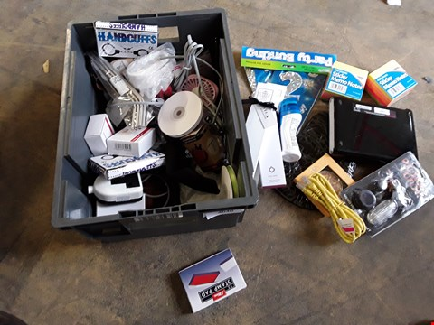 Lot 2240 TRAY OF ASSORTED HARDWARE ITEMS, INCLUDING, POWER BANK, STICKY NOTES, HOME WIRELESS HUB, PART BANNER  ( TRAY NOT INCLUDED)
