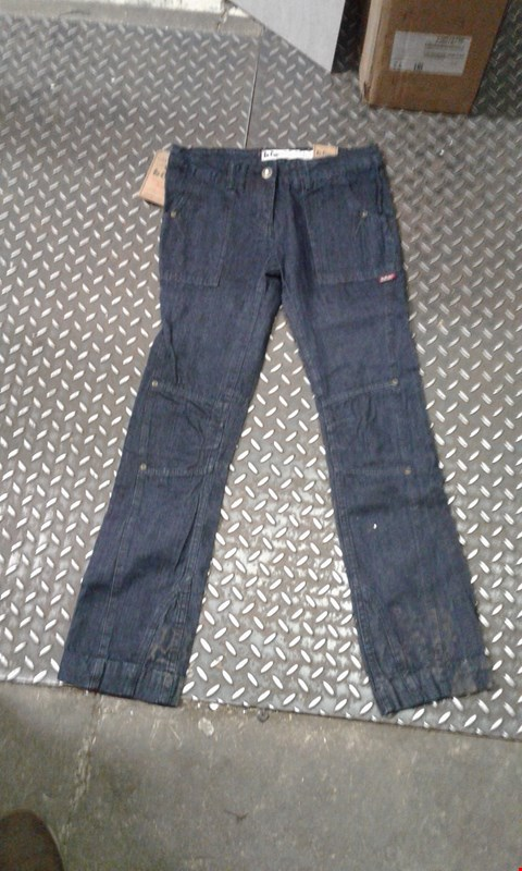 Lot 488 BOX OF APPROXIMATELY 10 PAIRS OF DESIGNER LEE COOPER JEANS VINTSGE STYLE APPARD (DARK BLUE)