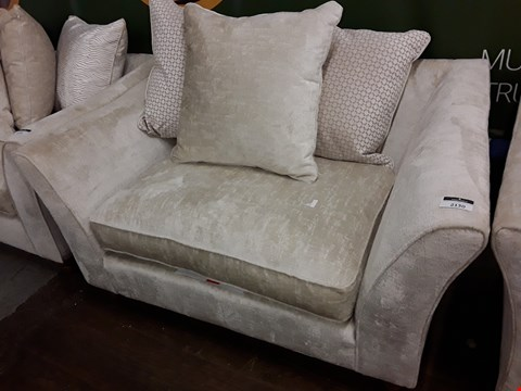 Lot 2130 QUALITY BRITISH DESIGNER AVALON NATURAL FABRIC CUDDLE CHAIR WITH SCATTER CUSHIONS