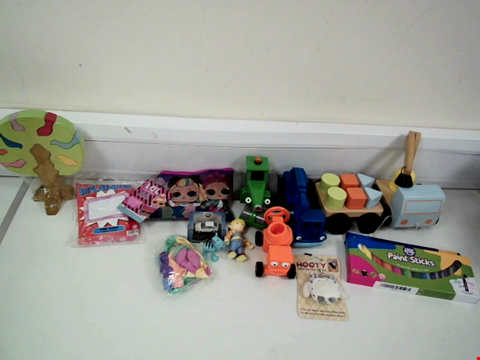 Lot 8032 LOT OF 13 ASSORTED TOYS TO INCLUDE BOB THE BUILDER VEHICLES, LITTLE BRAIN PAINT STICKS AND L.O.L. SUPRISE PENCIL CASE SET