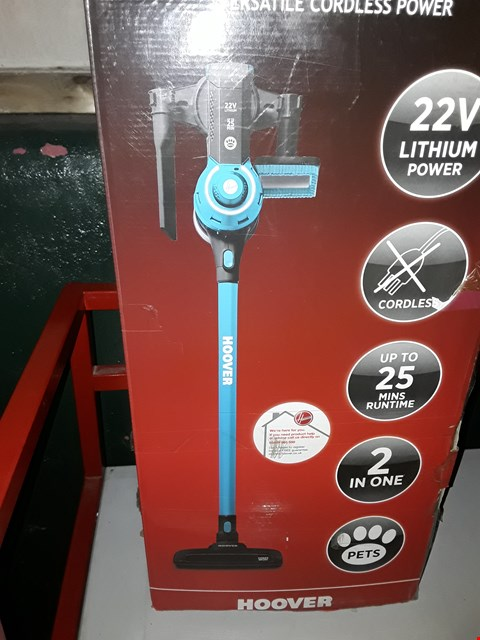 Lot 675 HOOVER FREEDOM 2-IN-1 PETS CORDLESS STICK VACUUM CLEANER