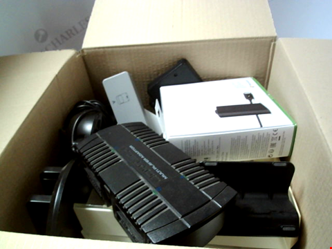 Lot 6234 BOX OF ASSORTED CHARGING STATIONS ETC