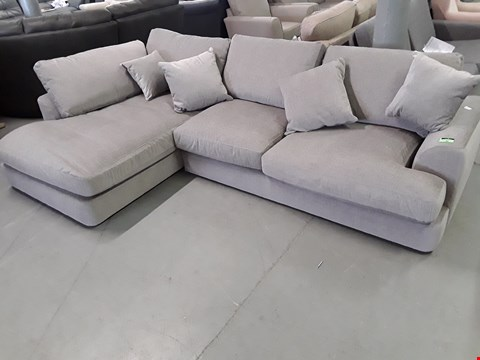 Lot 82 QUALITY BRITISH DESIGNER STRATUS DOVE GREY FABRIC CORNER CHAISE SOFA WITH SCATTER CUSHIONS