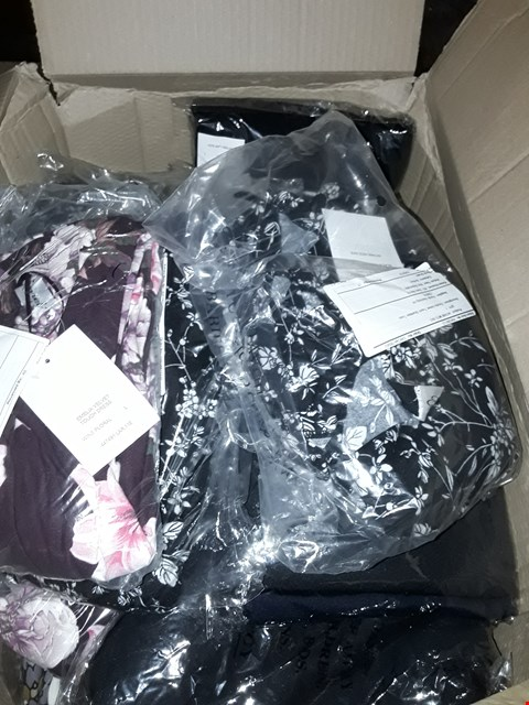 Lot 14162 A BOX OF APPROXIMATELY 20 ASSORTED CLOTHING ITEMS TO INCLUDE,  EMELIA VELVET TOUCH SHARKBITE TUNIC AND 2 PACK FLEECE LINED LEGGINGS ETC