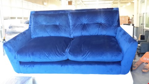 Lot 28 DESIGNER RETRO MID-CENTURY STYLE, BLUE VELVET BUTTON BACK 2 SEATER SOFA