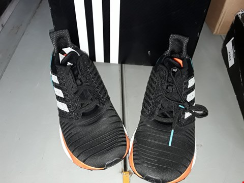 Lot 7043 ADIDAS SOLAR BOOST RUNNING SHOES SIZE 9.5 UK