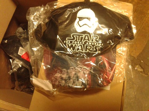 Lot 886 A BOX OF APPROXIMATELY 20 ASSORTED ITEMS TO INCLUDE A STAR WARS CAP