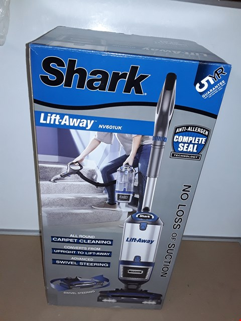 Lot 8059 SHARK LIFT AWAY DUO CLEAN CORDED VACUUM