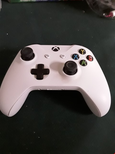 Lot 18031 XBOX WIRELESS CONTROLLER RRP £80.00