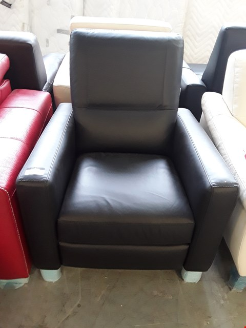 Lot 68 BRAND NEW QUALITY ITALIAN DESIGNER BLACK LEATHER POWER RECLINING ARMCHAIR