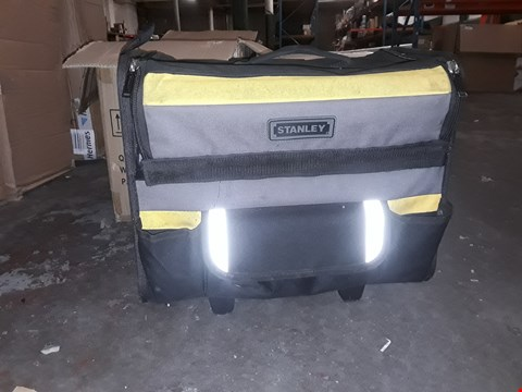 Lot 5777 STANLEY 197515 18-INCH SOFT BAG WITH WHEEL