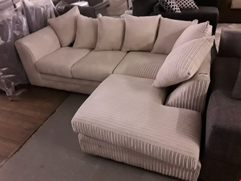 Lot 340 DESIGNER BEIGE JUMBO CORD CORNER SOFA WITH SCATTER BACK CUSHIONS