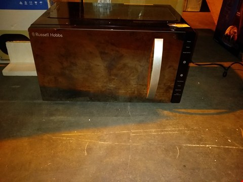 Lot 8107 RUSSELL HOBBS FAMILY SIZE MICROWAVE