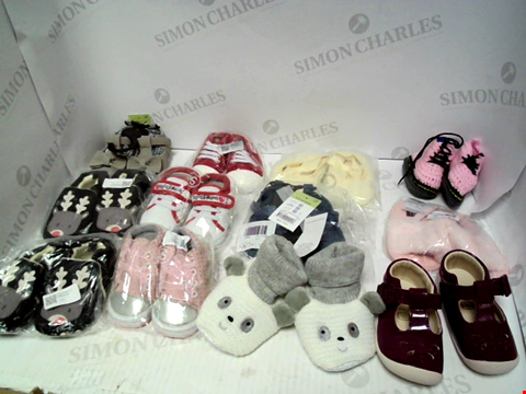 Lot 16233 LOT OF 12 PAIRS OF BABY SHOES