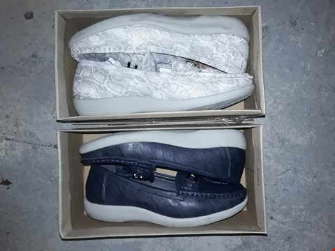 Lot 365 LOT OF 4 ASSORTED BOXED FOOTWEAR FROM CUSHION-WALK