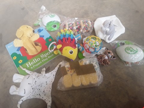 Lot 5035 TRAY OF ASSORTED ITEMS TO INCLUDE: HELLO SPOT PUPPET PLAY BOOK, BABY EKEPHANT CUDDKY TOY WITH SMALL BKANKET, DISHWASHER SAFE O-BALL ETC