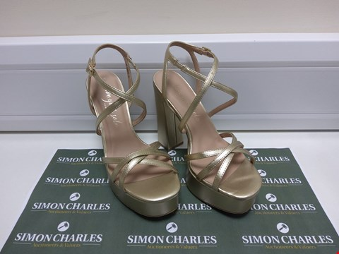 Lot 3040 PAIR OF NEW LOOK SIZE 5 HIGH HEELS