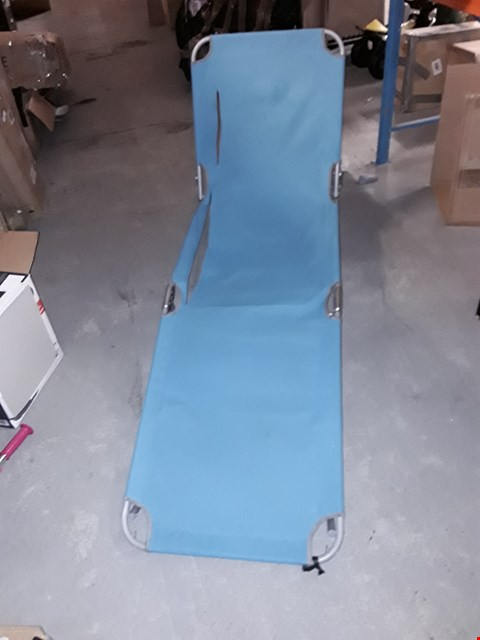 Lot 7677 BRIGHTON SUNLOUNGER TURQUOISE  RRP £30.00