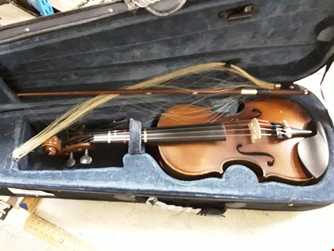 Lot 3068 VALENTINO GR65004 VG-102 1/4 VIOLIN