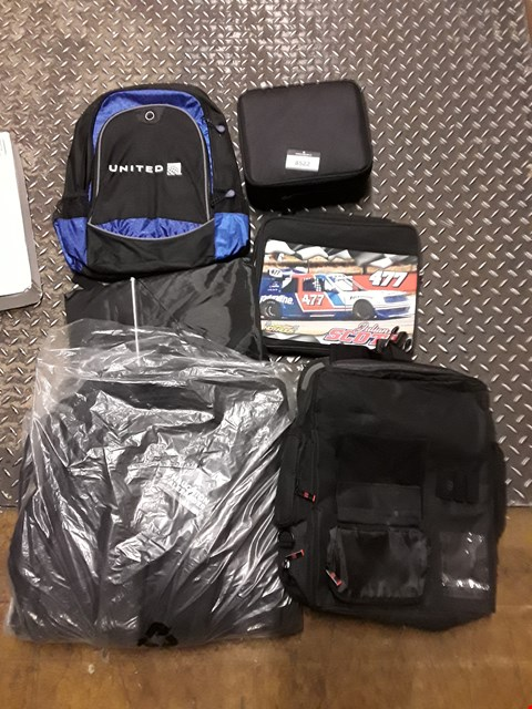Lot 8522 LOT OF 6 ASSORTED ITEMS TO INCLUDE A UNITED BLACK/BLUE BACKPACK, A HAUGHTON ALEXANDER TRAVEL BACKPACK, A BLACK CARRY CASE ETC