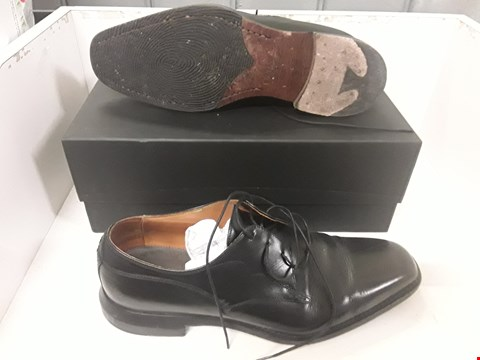 Lot 4107 PAIR OF DESIGNER BLACK LEATHER LACE UP SHOES IN THE STYLE OF OLIVER SWEENEY