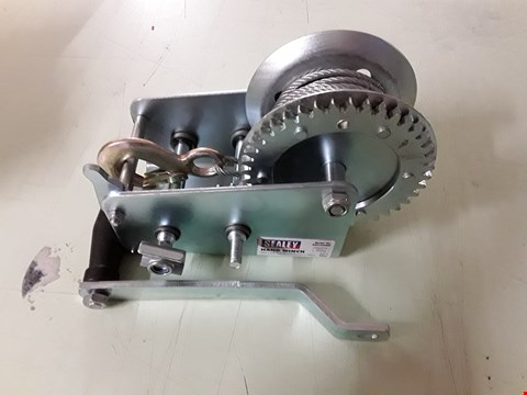 Lot 8481 SEALEY GWC2000M 900KG CAPACITY GEARED HAND WINCH