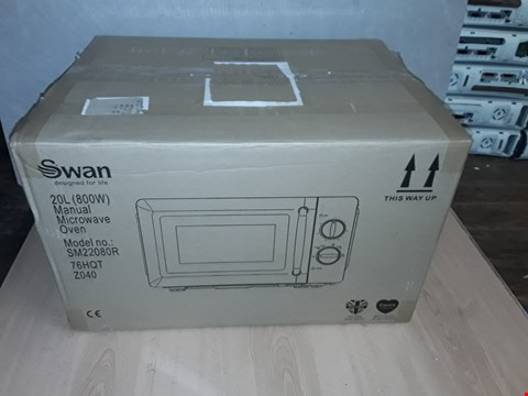 Lot 8103 GRADE 1 SWAN MANUAL MICROWAVE OVEN SM22080R - RED RRP £89.99