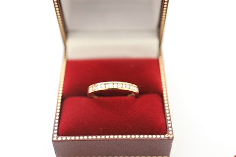 Lot 19 18CT YELLOW GOLD HALF ETERNITY RING SET WITH ALTERNATING BAGUETTE AND ROUND DIAMONDS WEIGHING +-0.33CT