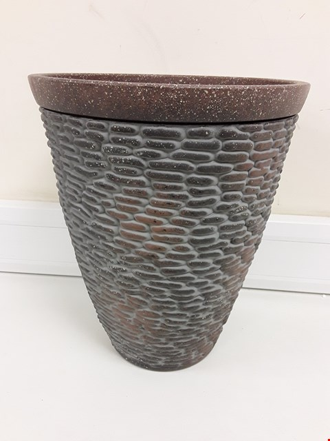 Lot 9355 BOXED PREMIUM STONE EFFECT PLANTER RRP £26.00