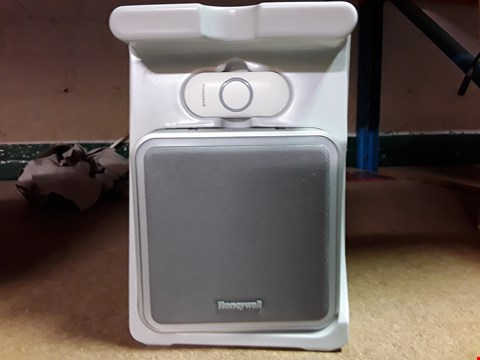 Lot 228 HONEYWELL WIRELESS PORTABLE DOORBELL WITH PUSH BUTTON