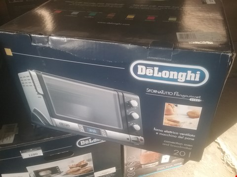 Lot 87 DELONGHI CONVECTION OVEN AND BREADMAKER