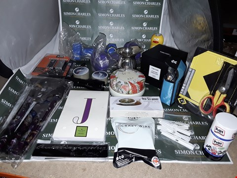 Lot 74 LARGE QUANTITY OF ASSORTED HOUSEHOLD ITEMS TO INCLUDE TO INCLUDE TOM FORD CANDLE, TEA STRAINER AND 2 KEYRING TORCHES