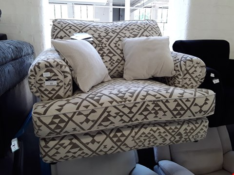 Lot 22 DESIGNER NATURAL/BROWN FABRIC SNUGGLE CHAIR WITH REVERSABLE SCATTER CUSHIONS