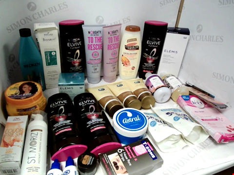 Lot 11074 LOT OF ASSORTED HEALTH & BEAUTY PRODUCTS TO INCLUDE: L'OREAL SHAMPOO & CONDITIONER, GLUCOSAMINE GOLD GEL, ASSORTED BATHROOM & MAKEUP PRODUCTS