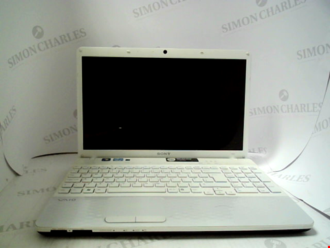 Lot 695 SONY VAIO PCG-71911M LAPTOP