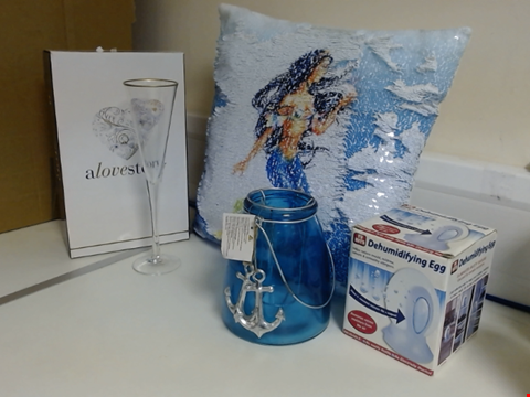 Lot 5320 LOT OF ASSORTED ITEMS TO INCLUDE CANDLE HOLDER, DEHUMIDIFYING EGG, SEQUIN CUSHION AND CHAMPAGNE FLUTES