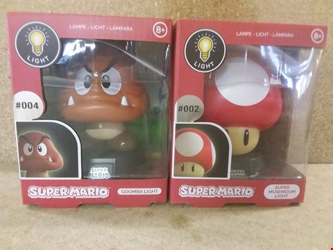 Lot 424 2 BRAND BOXED ITEMS TO INCLUDE A SUPER MARIO GOOMBA LIGHT AND A SUPER MARIO SUPER MUSHROOM LIGHT