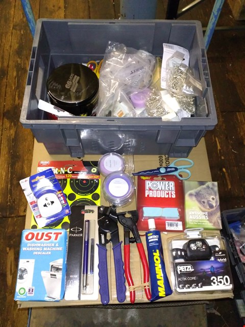 Lot 5533 LOT OF ASSORTED HOUSEHOLD ITEMS TO INCLUDE PARKER VECTOR PEN, PETZL HEAD LIGHT AND VARIOUS WAX MELT POTS