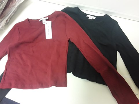 Lot 3554 BOX OF APPROXIMATELY 18 PACKS, EACH CONTAINS TWO LONG SLEEVED PETITE TOPS BLACK & BURGUNDY SIZE 4