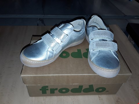 Lot 12463 BOXED FRODDO SILVER LEATHER VELCRO SHOES UK SIZE 13.5 JUNIOR