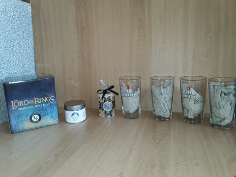 Lot 2518 BOX OF APPROXIMATELY 7 ASSORTED ITEMS TO INCLUDE BEER GLASSES,MR PINKS CANDLE AND LORD OF THE RINGS PONY MUG