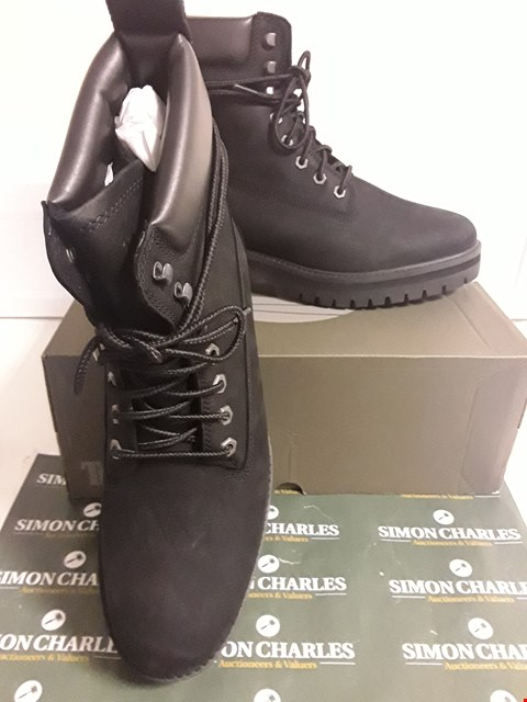 Lot 3116 DESIGNER BOXED PAIR OF TIMBERLAND STYLE BLACK ANKLE BOOTS SIZE UK 9.6