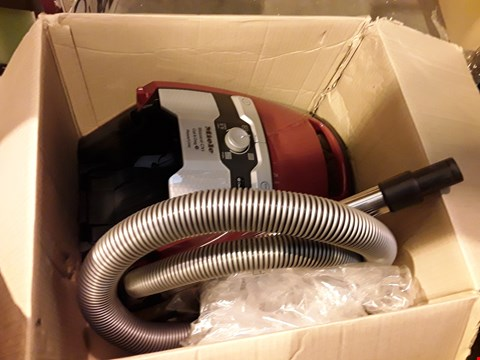 Lot 4034 MIELE BLIZZARD CX1 POWER LINE CAT AND DOG VACUUM CLEANER