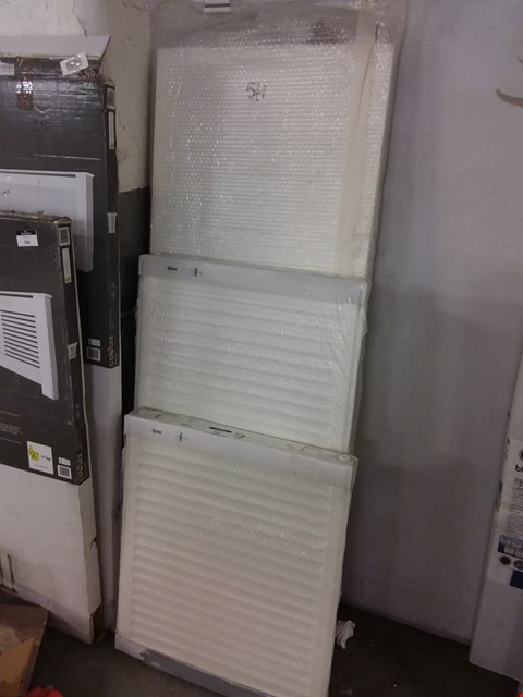 Lot 541 LOT OF 3 ASSORTED WHITE RADIATORS